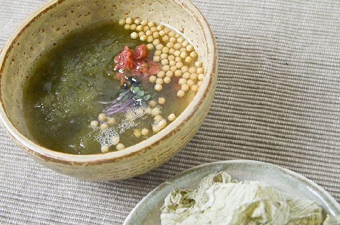 とろっとろ、とろろ昆布の即席梅スープ