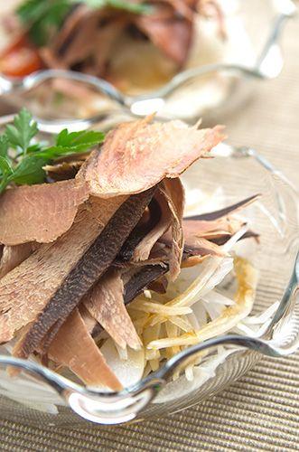 カツオ味付スライスとさらし玉ねぎの旬のサラダ