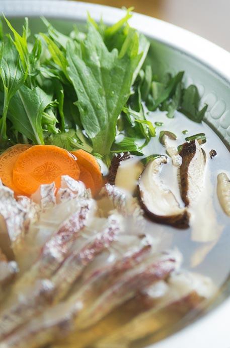 焼きあご出汁で鯛シャブの黄金鍋