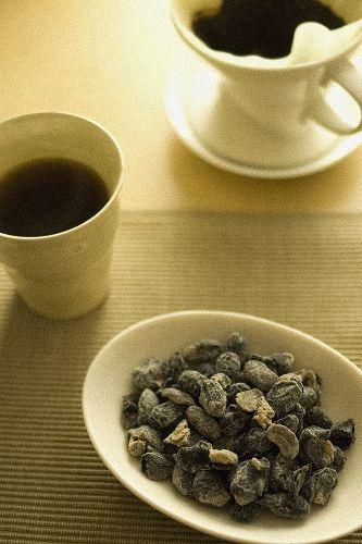 ゆっくりとした午後、コーヒーを沸かして楽しむおやつまめ